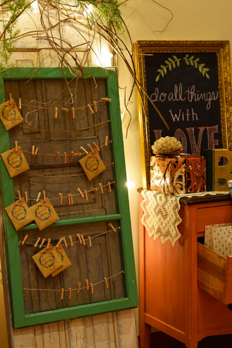 The-Prairie-Chick-WEdding-favor-Seed-packets-and-table-seating-display