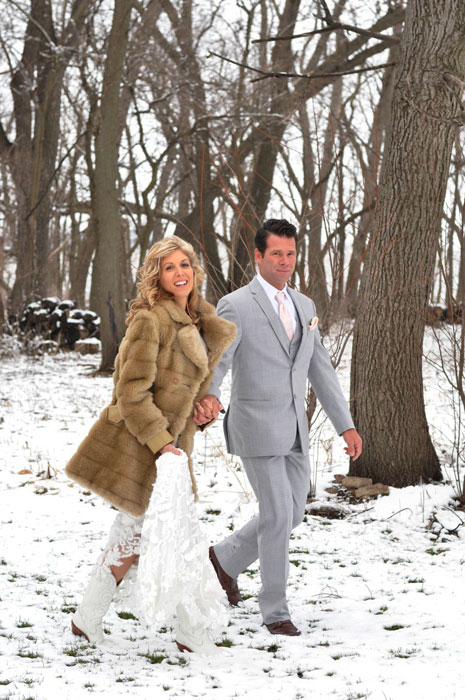 The-Prairie-Chick-and-Native-Gypsieis-Wedding-Makie-and-Todd-in-woods